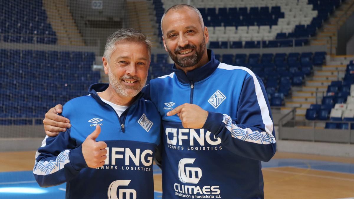 Vadillo posa con Juanpe, su ayudante en el Palma Futsal.