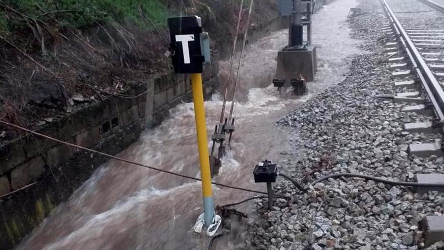 Renfe recupera el servei per una via a les línies R4, R7 i R12 arran dels aiguats al Vallès