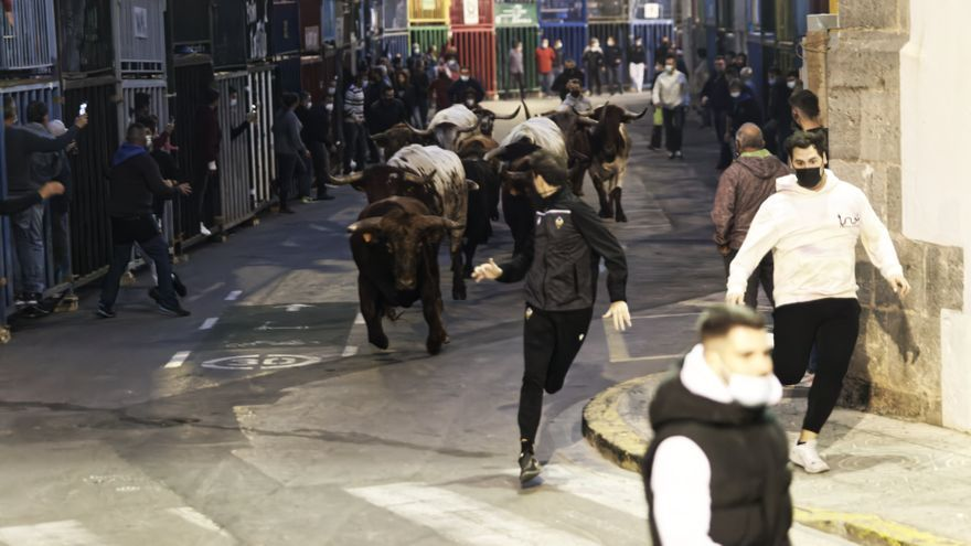Primer encierro de la Fira d'Onda, con toros de corro de Germán Vidal