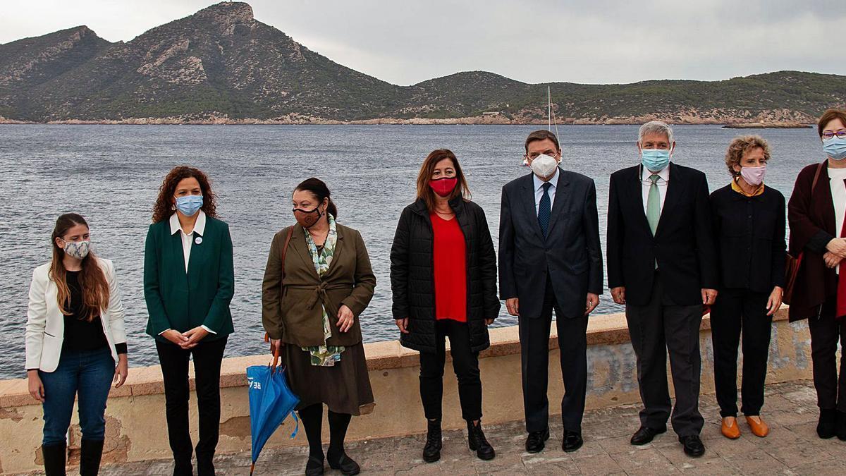 Francina Armengol y Luis Planas, en el centro, con el resto de autoridades en la inauguración de ayer.