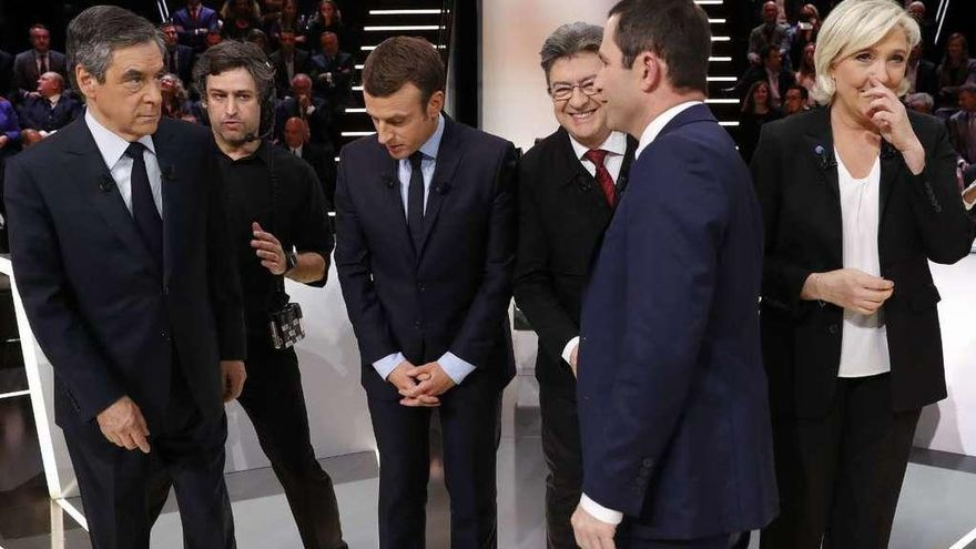 Dimite el ministro del Interior francés por contratar a sus hijas de 15 y 16 años