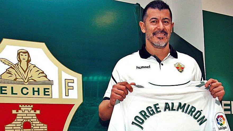 Jorge Almirón podría quedarse sin entrenar al Elche