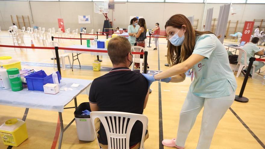 """Cierra el """"vacunódromo"""" de El Toscar y la inmunización se traslada a los centros de salud de Elche"""