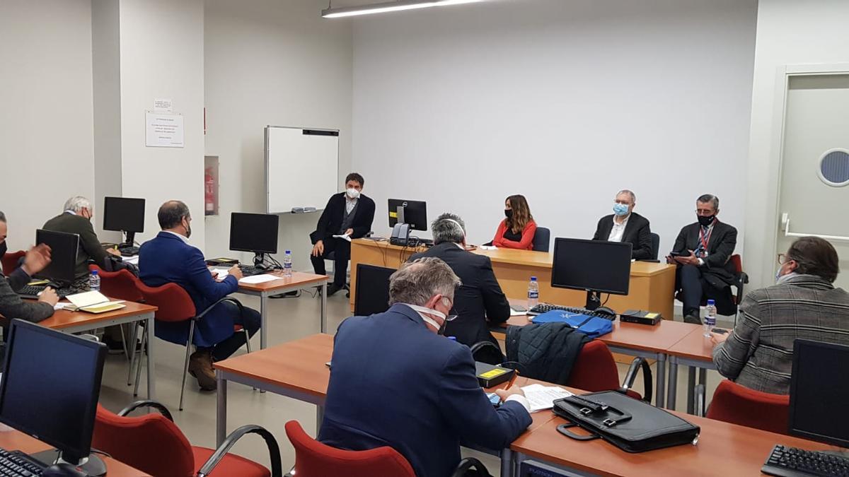 Un momento de la reunión de Colomer y otros dirigentes del Consell con el sector del ocio