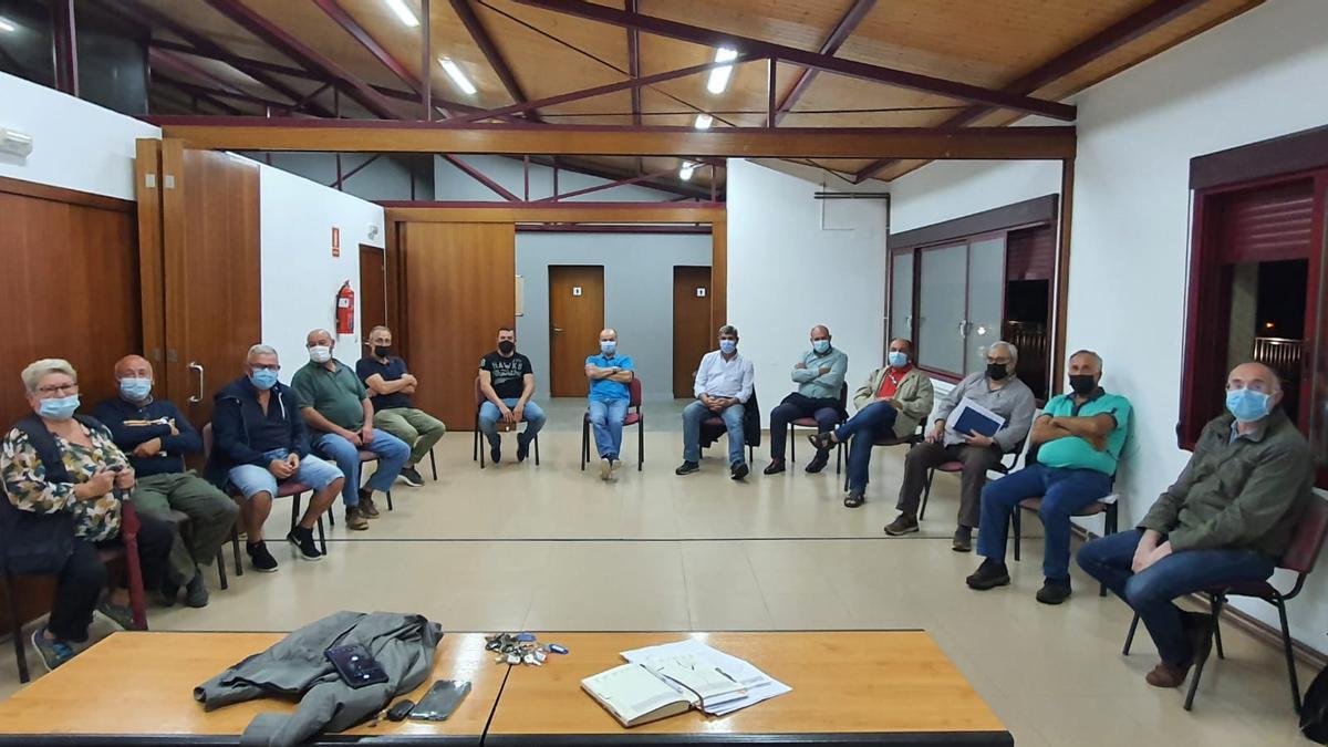 Representantes de los comuneros que acudieron a la reunión
