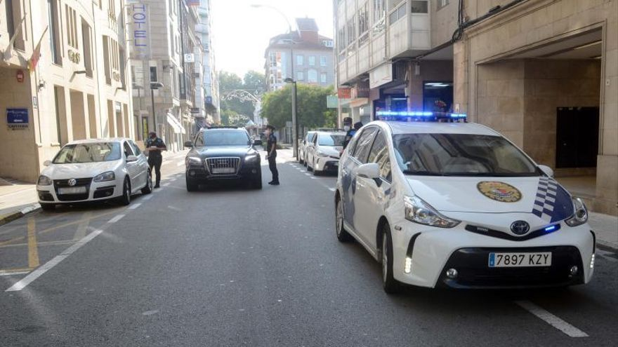 Aluvión de multas en Arzobispo Lago por circular y aparcar en esta calle peatonal