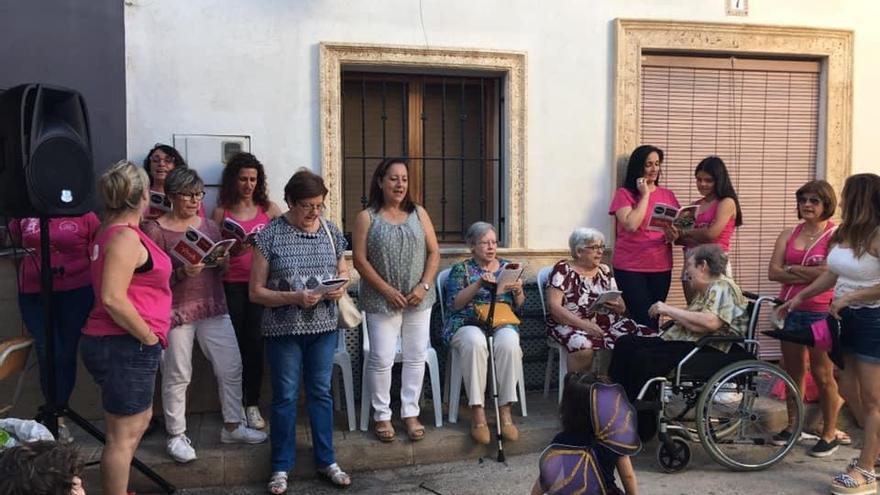 Un barrio de Dénia compra con la subvención de sus fiestas tablets para escolares