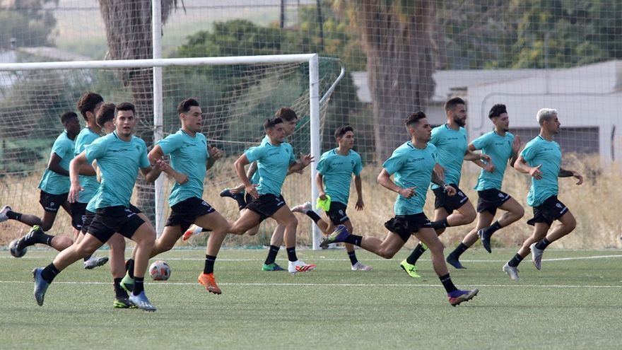 El Córdoba B de Diego Caro empieza a rodar con muchos cambios