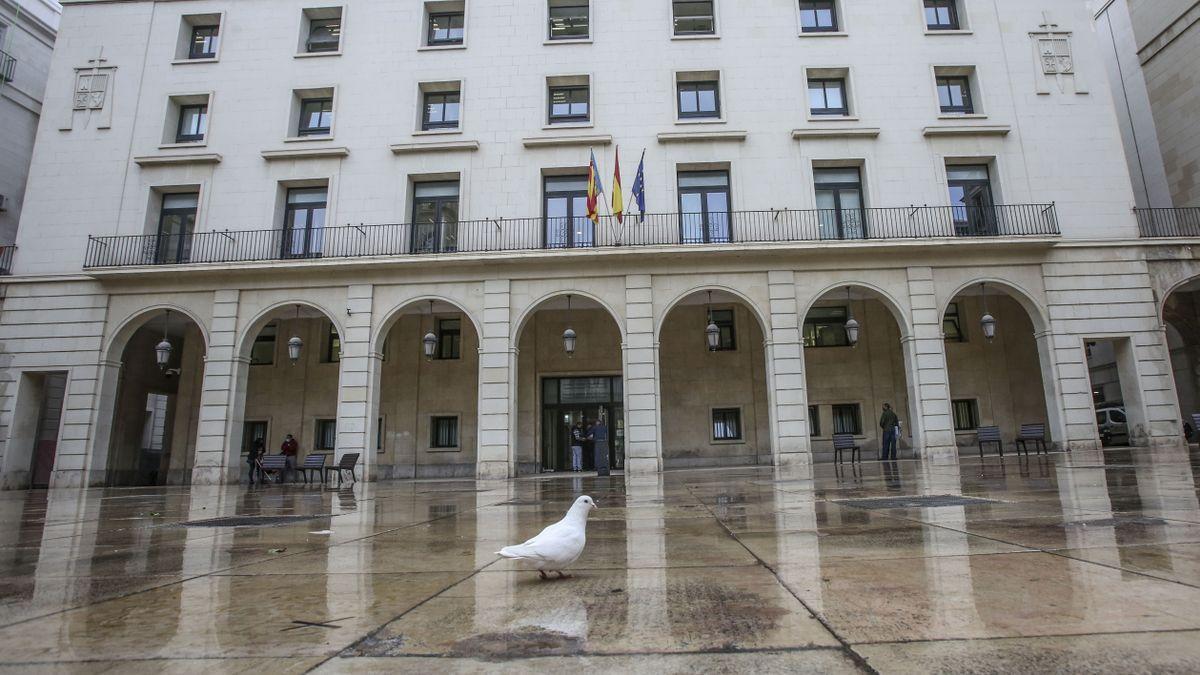 Fachada de la Audiencia de Alicante en una imagen de archivo.