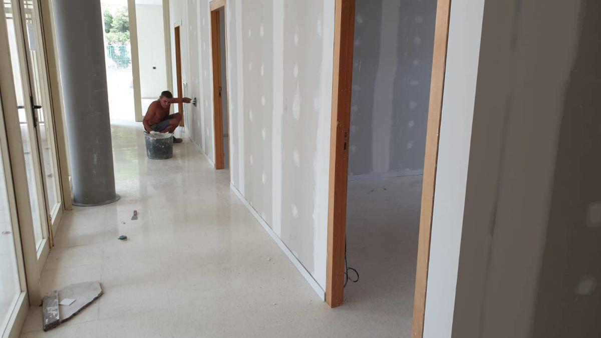 Foios transforma el vestíbulo de la Llar de la Música en cuatro nuevas aulas