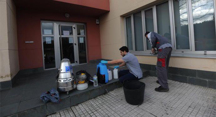 Desinfección del centro cívico de Feáns