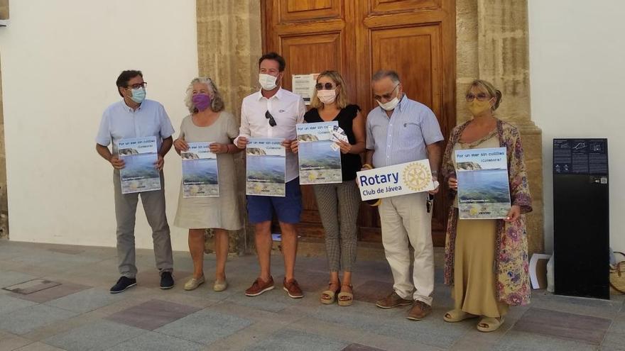 Xàbia repartirá 10.000 ceniceros de cartón para evitar que las colillas contaminen el mar y las playas