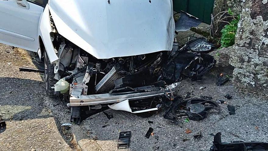 Herida una vecina de Celanova al impactar su vehículo con una casa en Cerdedo