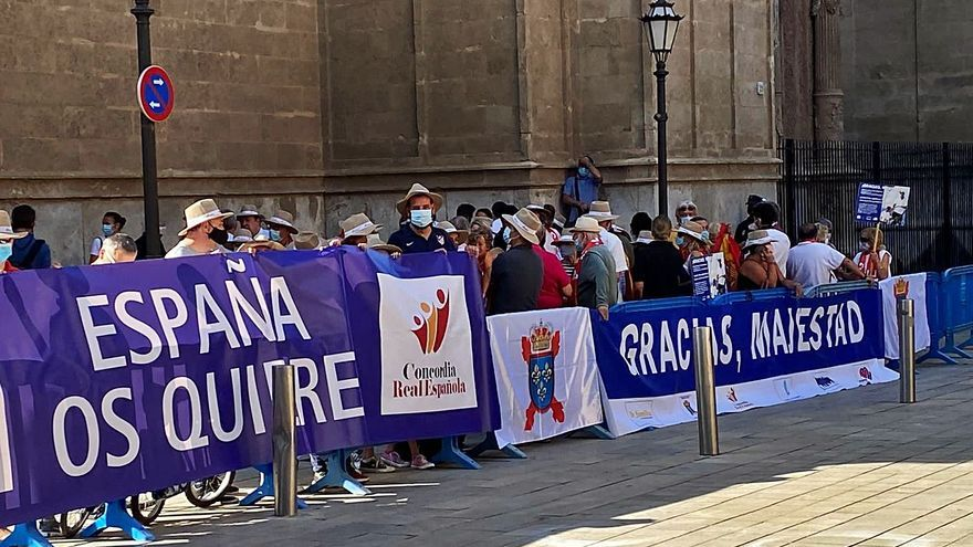 Societat Civil Balear recibe al Rey con aplausos