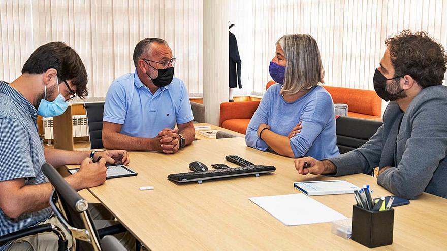 Marea aborda con el alcalde de Cambre el área metropolitana