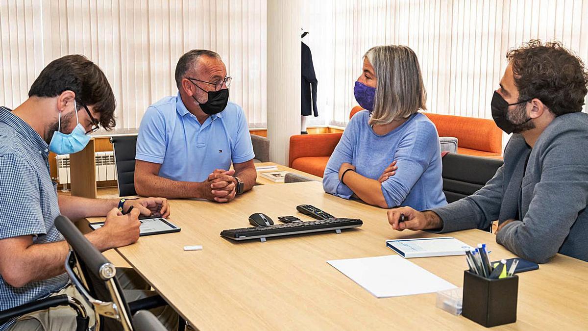 Marea aborda con el alcalde de Cambre el área metropolitana | LA OPINIÓN