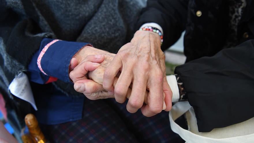 La Xunta recibe cada mes dos denuncias de maltrato a mayores en el ámbito doméstico