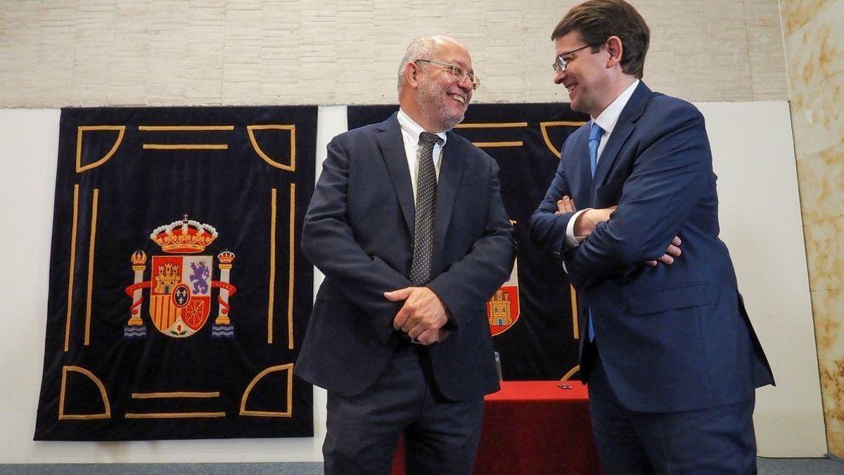 Castilla y León vive su primera moción de censura envuelta en dudas