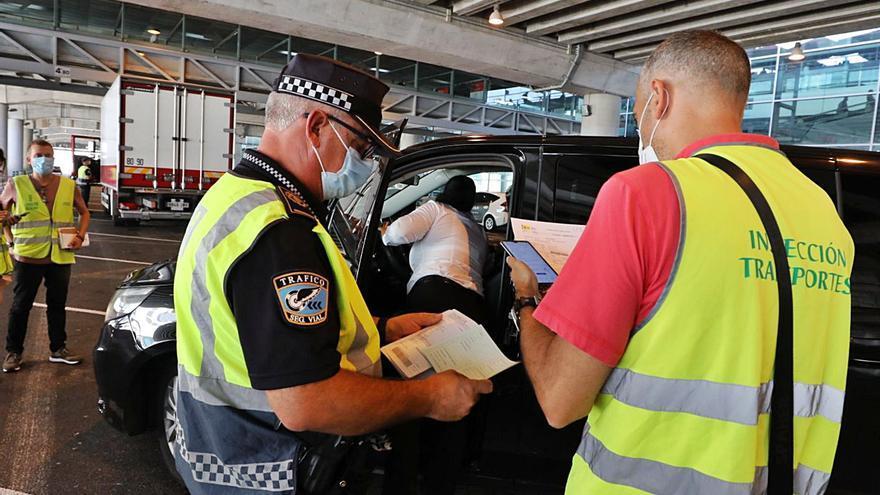 La Policía Local refuerza el control del aeropuerto por el aumento de traslados ilegales tras la pandemia