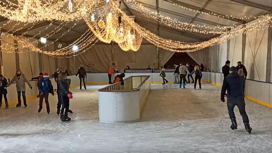 Abre la pista de hielo en la feria de atracciones de Torrevieja hasta el 10 de enero