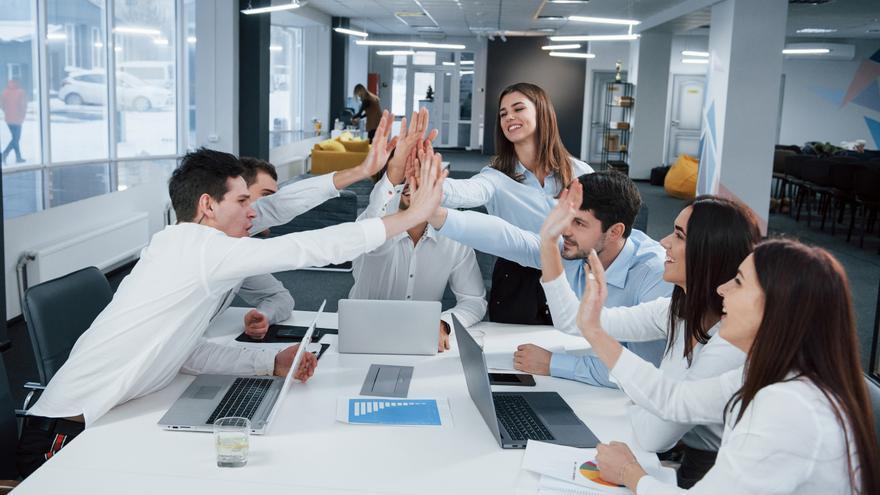 Conviértete en un experto de la gestión empresarial con estos cursos gratuitos y con prácticas en empresas