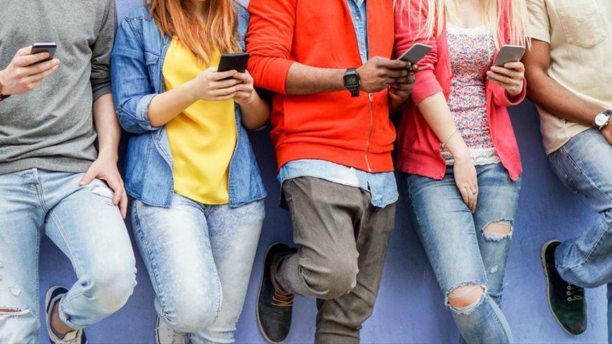 Més de la meitat de la població mundial està present a les xarxes socials