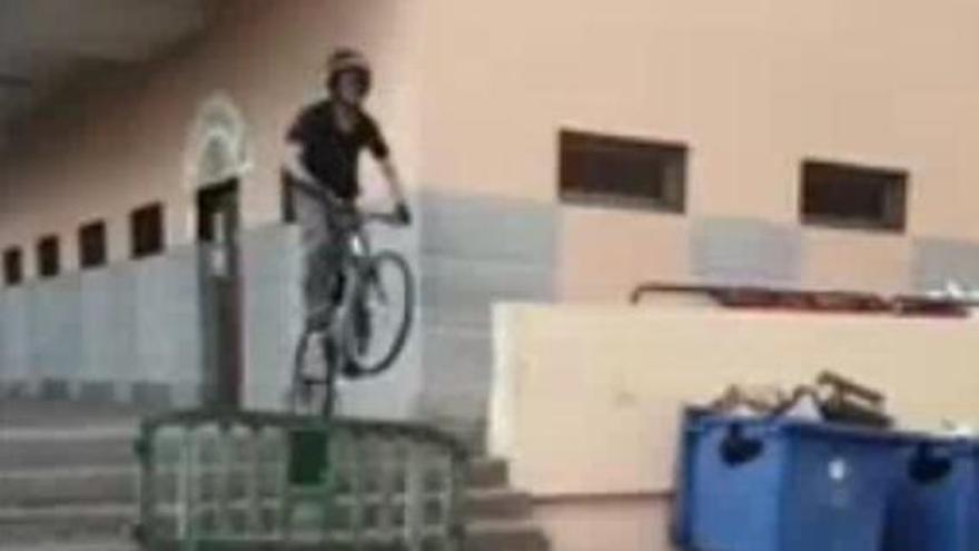 Quebranta la cuarentena para grabar temeridades en la bici