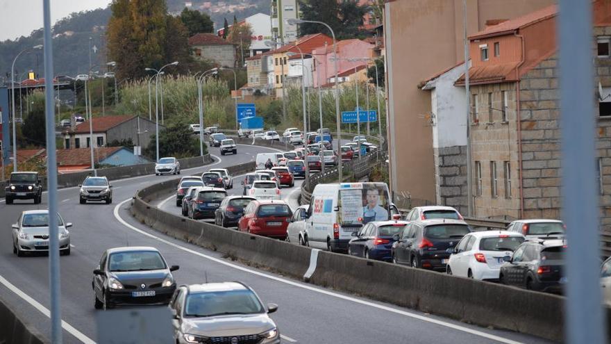 Colapso en la AP-9 en Vigo por una colisión con un herido