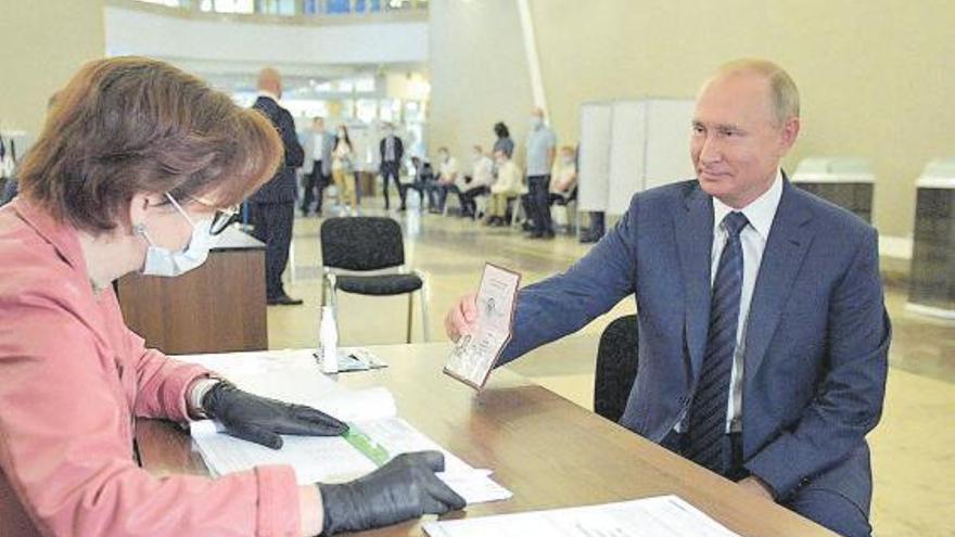 Putin saca adelante su reforma constitucional entre denuncias por manipular el proceso