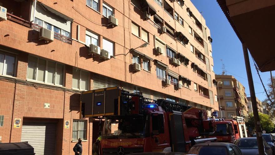 Los Bomberos sofocan dos incendios ocurridos en viviendas de Alicante