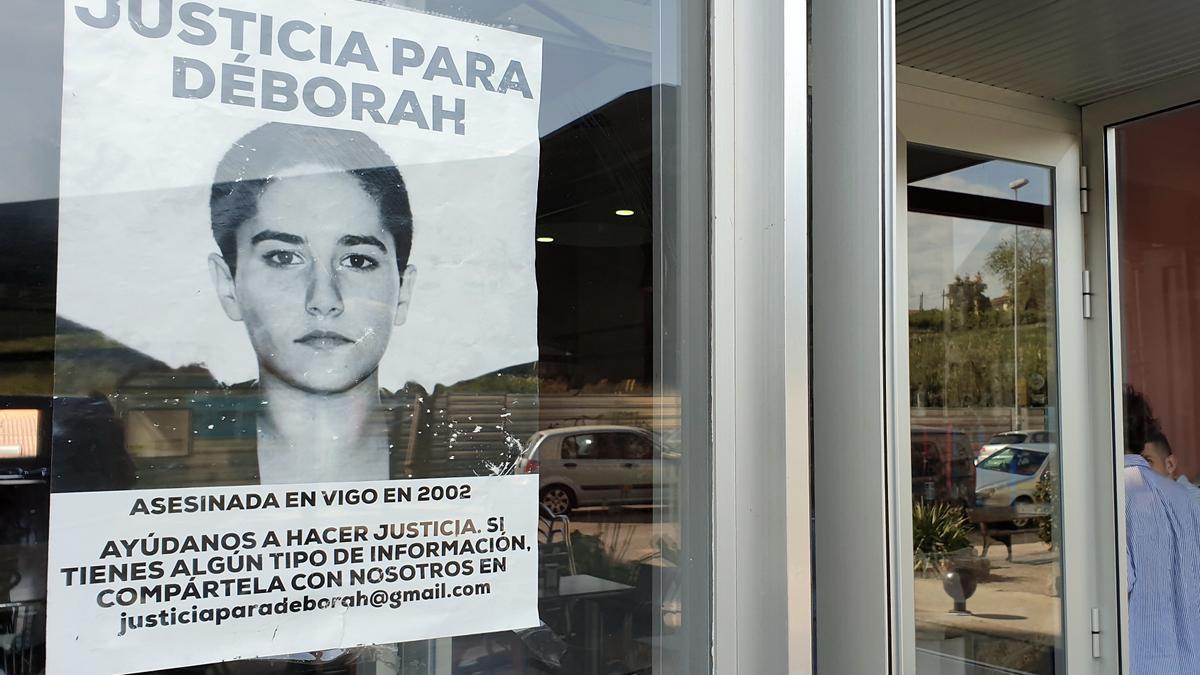 Foto de archivo de un cartel sobre el caso Déborah en una cafetería de Vigo.