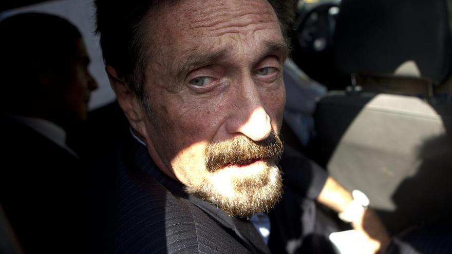Encuentran muerto al fundador del antivirus McAfee en su celda de la cárcel de Brians 2 de Barcelona