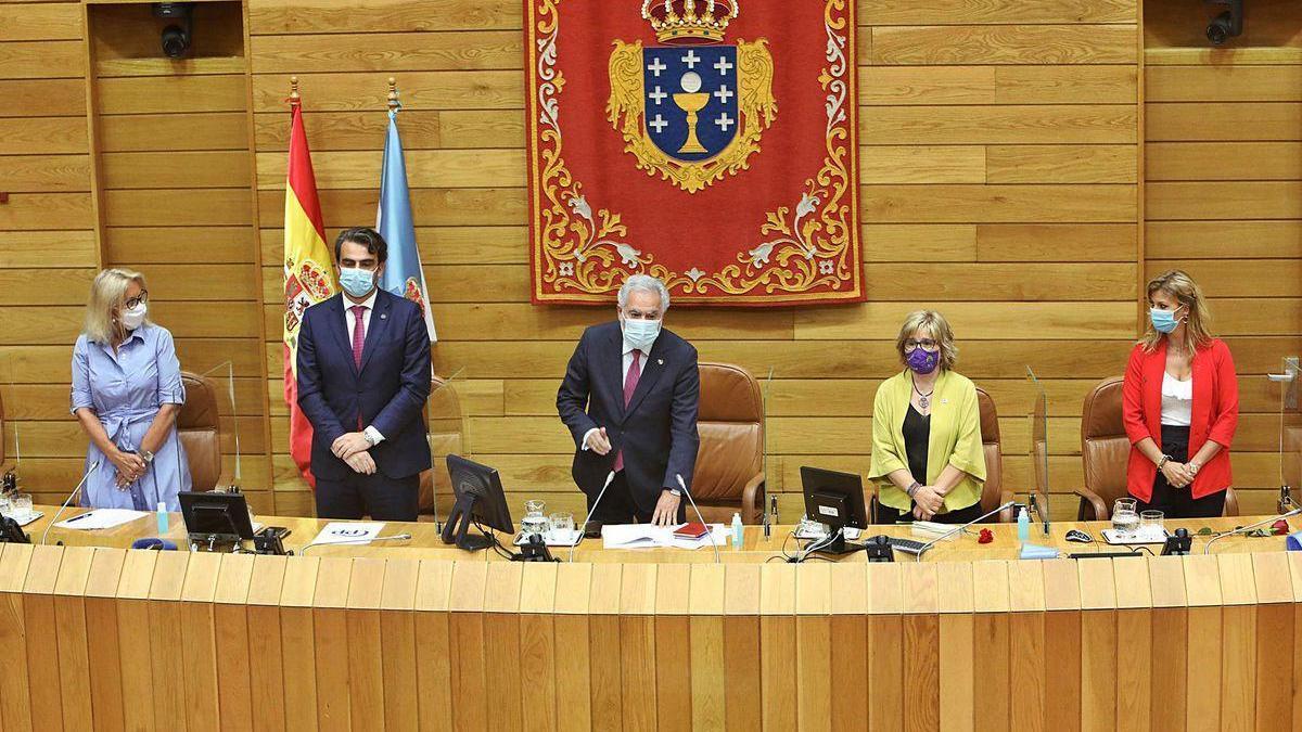 Corina Porro, Diego Calvo, Miguel Santalices, Montse Prado y Marina Ortega, los nuevos miembros de la Mesa del Parlamento.