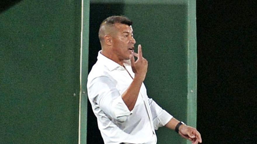 Almirón: «Este empate es un rayo de luz para los jugadores y la afición»