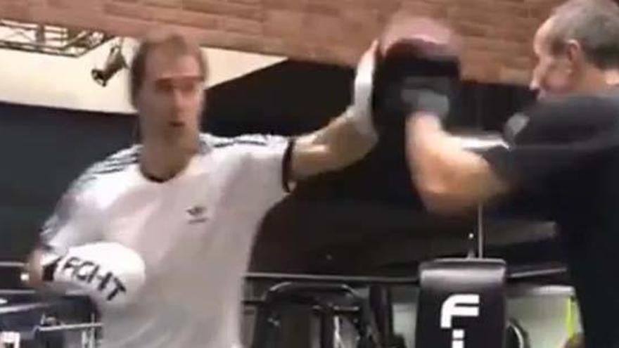 Lopetegui reaparece tras su cese dando clases de boxeo