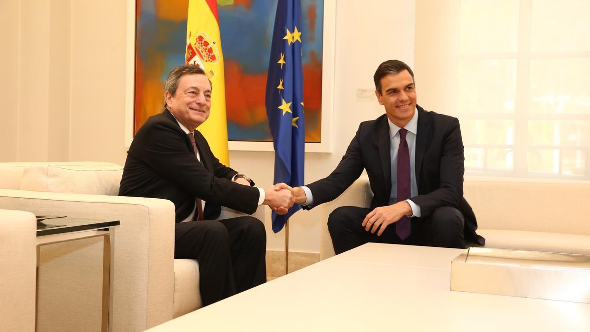 Pedro Sánchez y Mario Draghi.