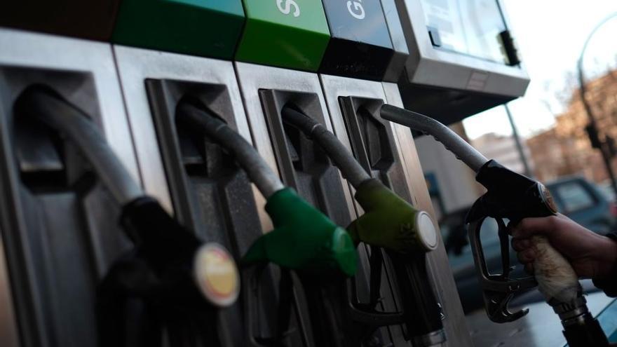 Las restricciones del coronavirus hacen caer el consumo de carburante