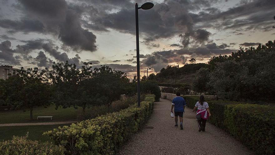 Un robo masivo de cable deja a oscuras el parque de La Marjal en Playa de San Juan