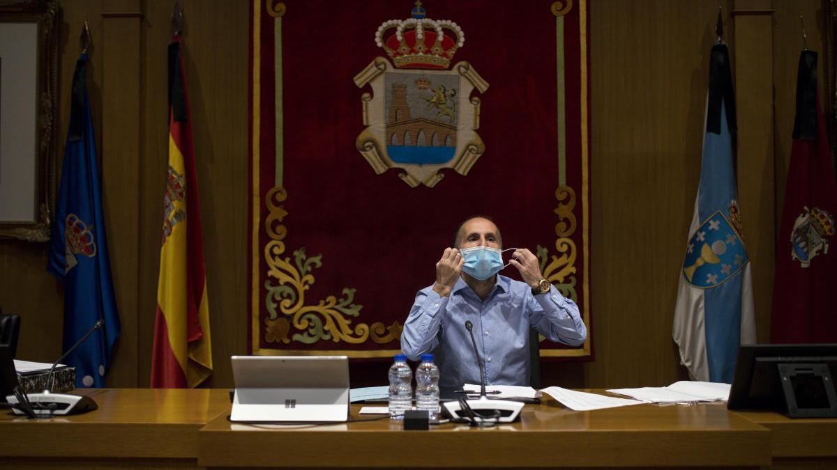 Pérez Jácome, en el salón de plenos del Concello de Ourense. // Brais Lorenzo