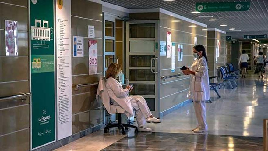 La pandemia atasca las  listas de espera para consultas y operaciones