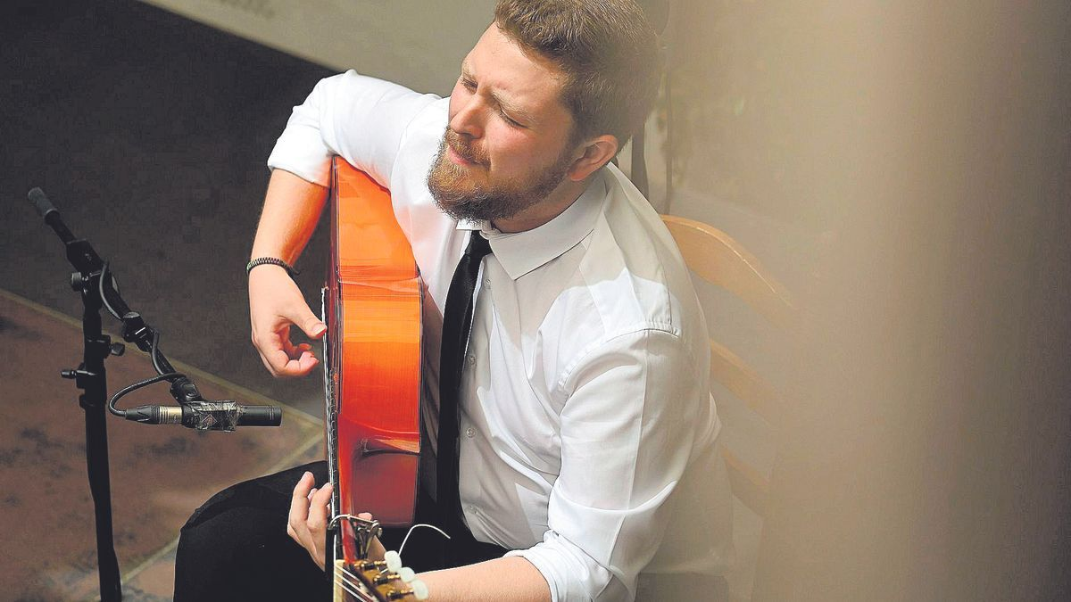 «La guitarra flamenca va como la sociedad: muy deprisa»