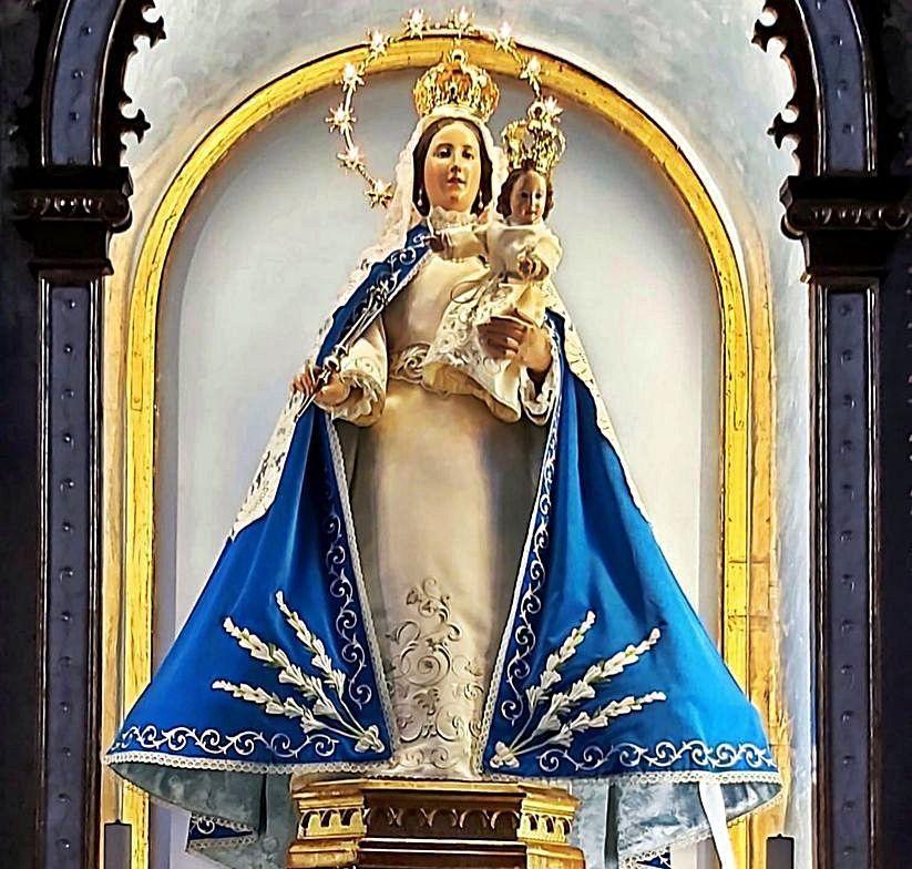 La Virgen de la Guía de Llanes estrena un nuevo manto, que lucirá este mes