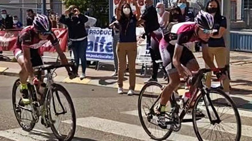 Ciclismo | López y Morla, de Benavente, mandan en Venta de Baños
