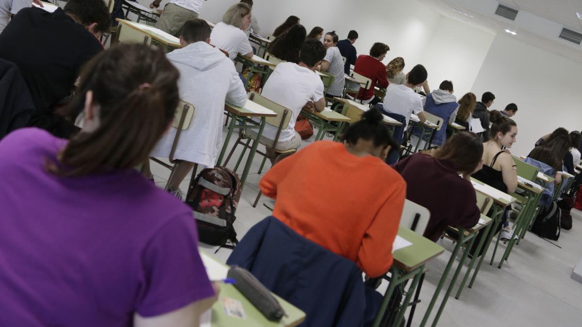 Colegios e institutos no reabrirán las aulas, y la EBAU, único examen presencial