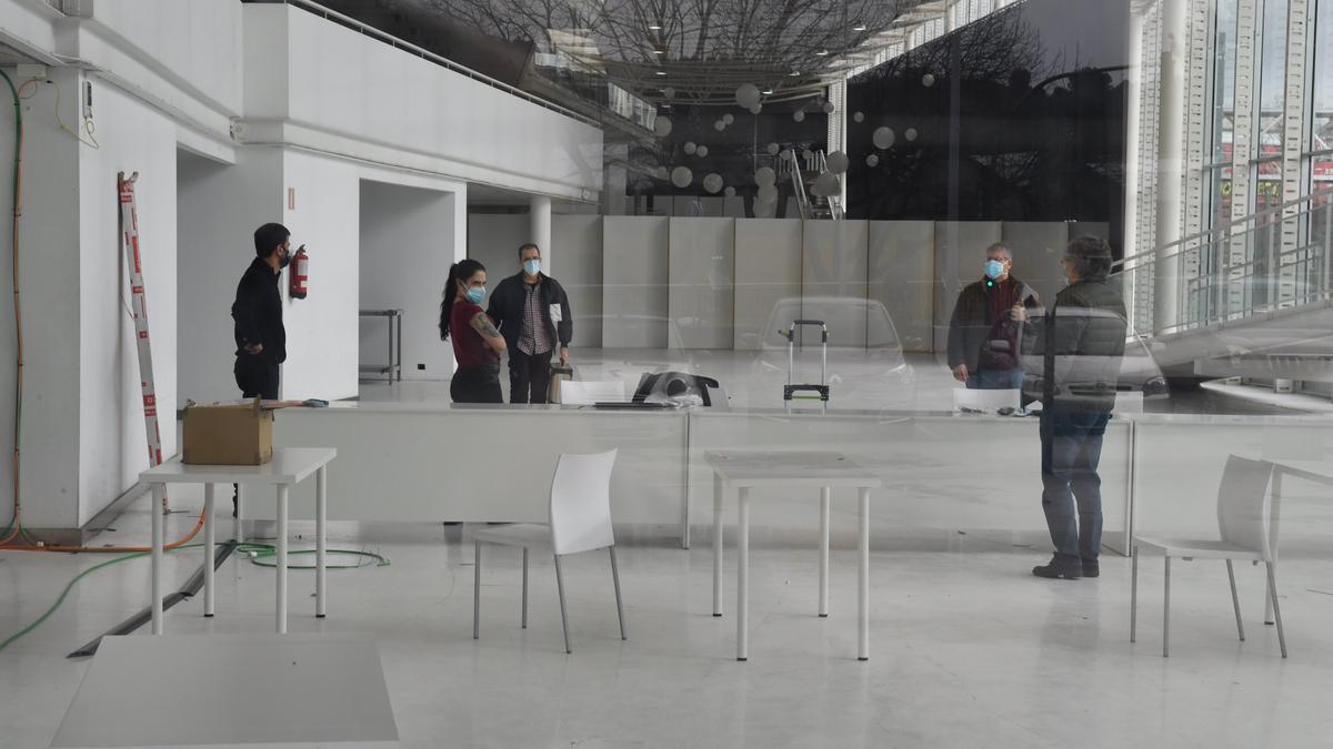 Preparativos en Expocoruña para el cribado masivo de COVID en la ciudad de A Coruña. / VÍCTOR ECHAVE