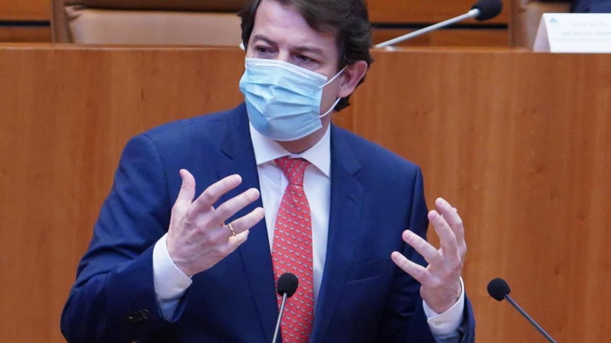 Fernández Mañueco, durante una intervención en las Cortes.