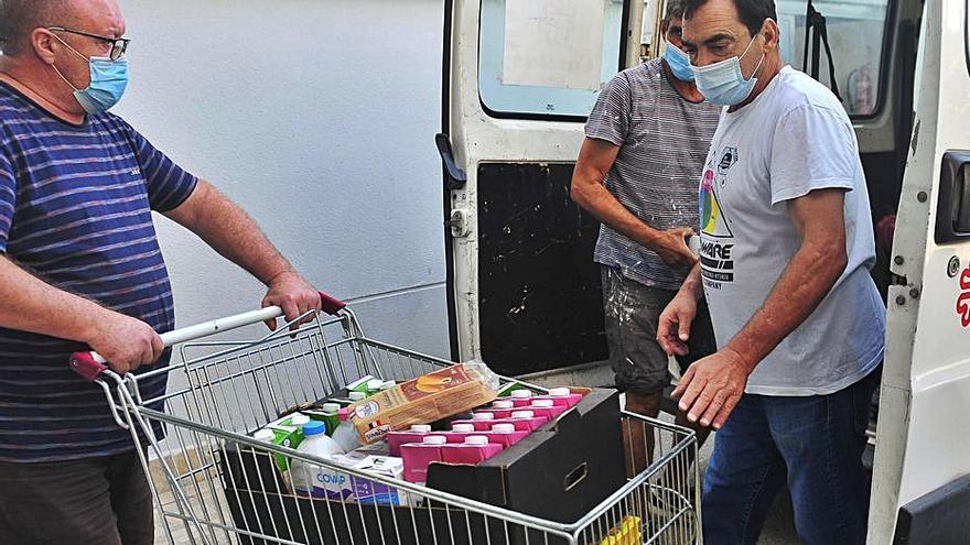 Veinte voluntarios en Elche harán la compra a ancianos y confinados