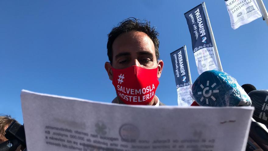La hostelería malagueña organiza una caravana por la capital para protestar por la falta de ayudas al sector