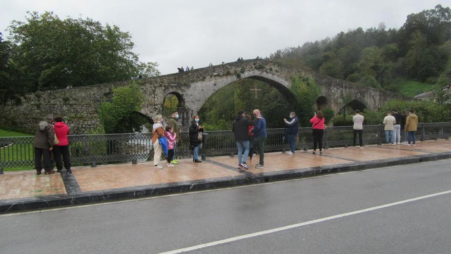 El puente se siente en Cangas de Onís