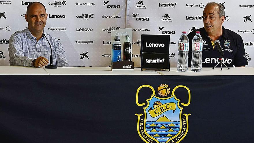 Aniano Cabrera (i) y Txus Vidorreta en la rueda de prensa ofrecida ayer a modo de balance de la fase regular.